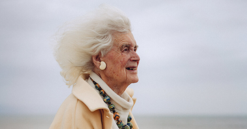 Jan Morris, a Distinctive Guide Who Took Readers Around the World