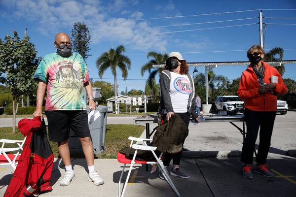 Waiting for Covid-19 vaccinations in Fort Myers, Fla., on Tuesday. At several sites across the country, there have been long lines and delays.