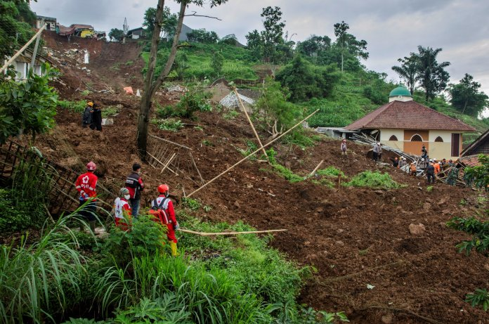 At Least 12 Dead In 2 Landslides In Indonesia The New York Times