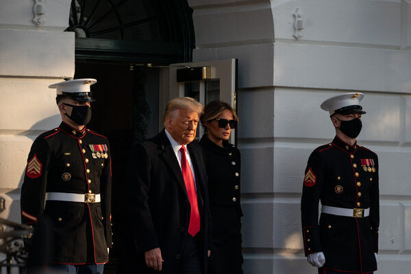 El presidente Donald J. Trump y Melania Trump abandonaron la Casa Blanca por última vez horas antes de la investidura de su sucesor.