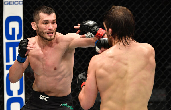 Makhmud Muradov of Uzbekistan beat Andrew Sanchez with big strikes in the third round.