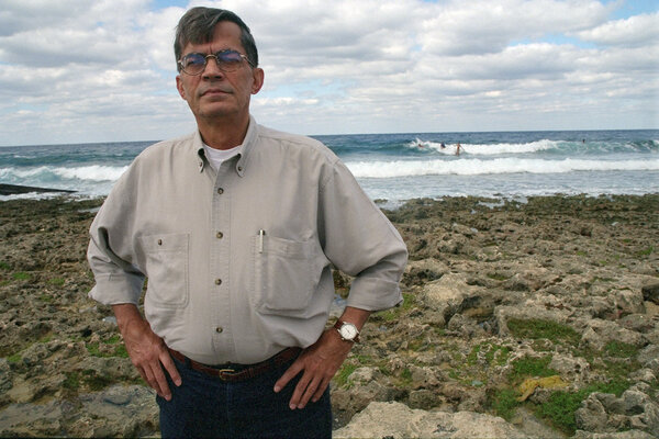 The journalist Albor Ruiz in 1997 on the beach in Miramar, which had been his point of departure when he left Cuba by boat in 1961. His passion and concern for Cuba were a foundation of his work.