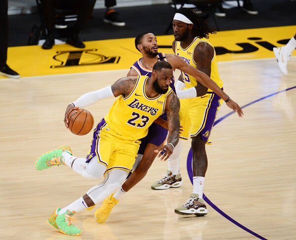 LeBron James of the Los Angeles Lakers, center, in a game against the Phoenix Suns on Tuesday.