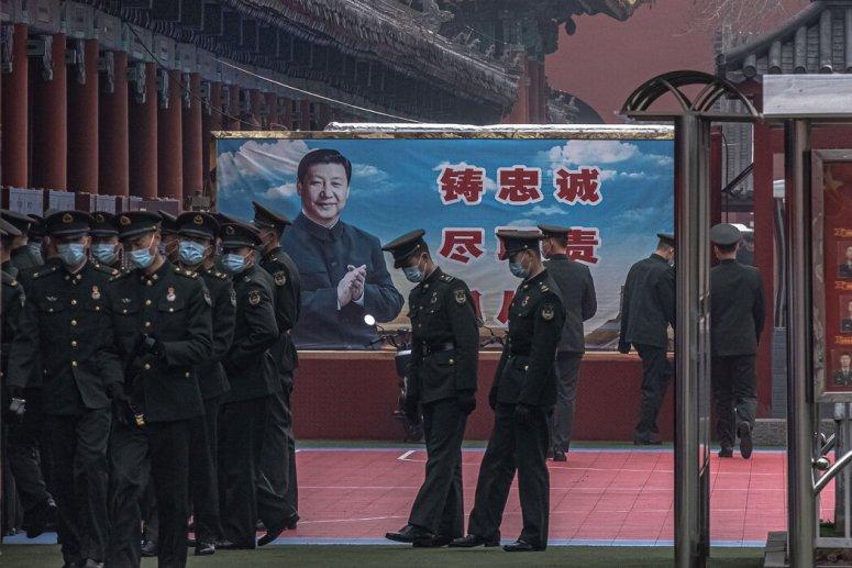 本周三,在全国人民代表大会召开前,北京的一幅习近平宣传画。