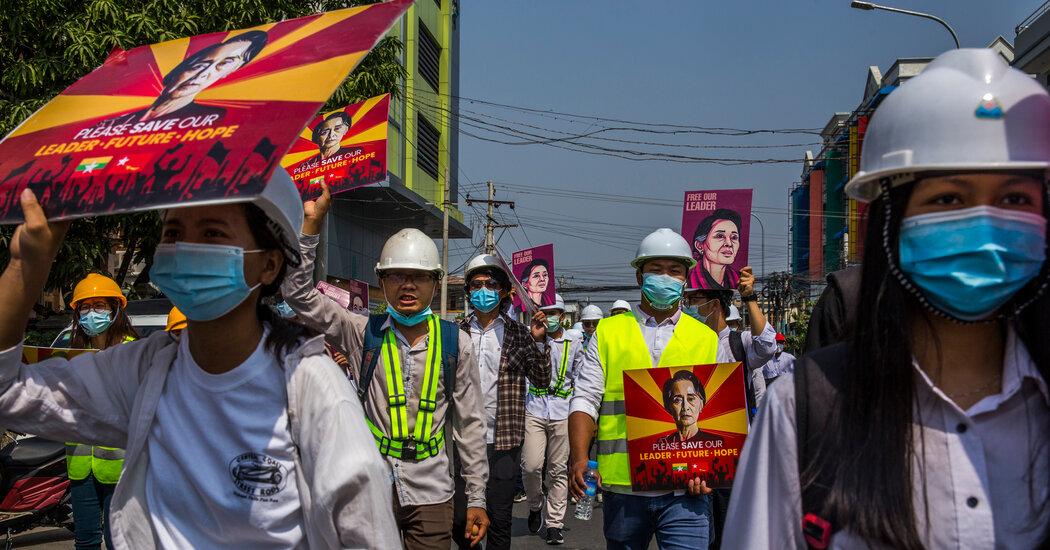 Latest Claim in the Effort Against Aung San Suu Kyi: A Bag of Cash