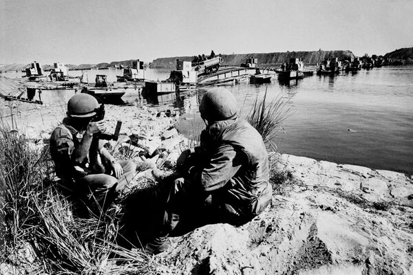 Israeli troops at the Suez Canal in 1973, when 14 vessels were still marooned in the aftermath of the 1967 Arab-Israeli War.