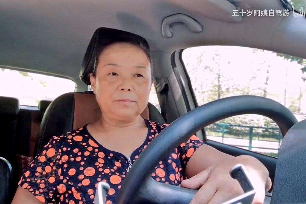 離家出走自駕游。56歲的她成為中國女權主義偶像 - 紐約時報中文網