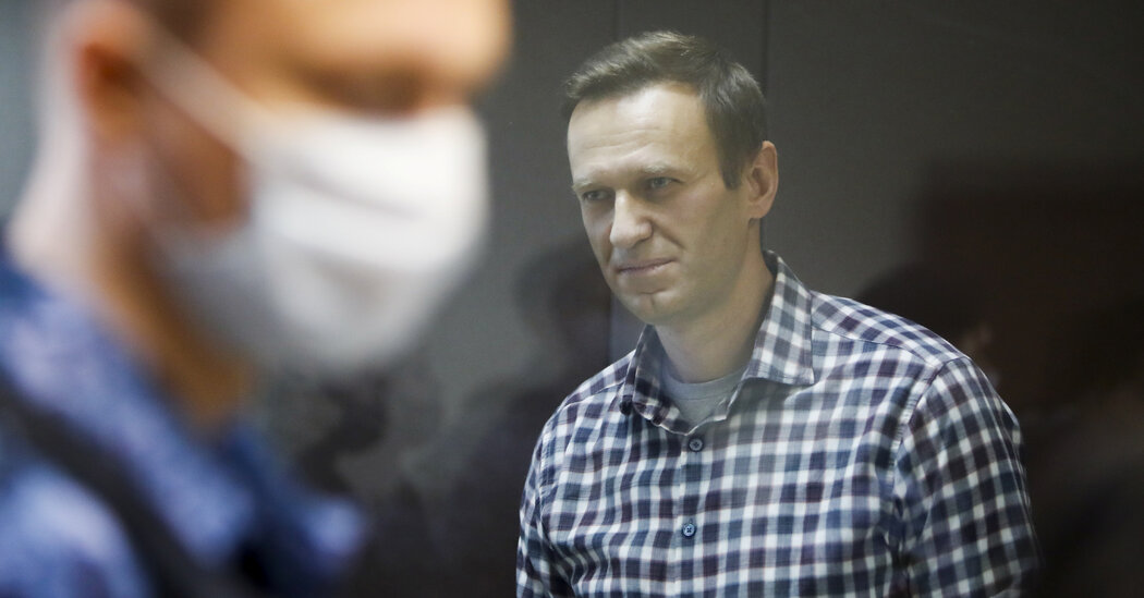 Russian Ex-Con of U.S. Penal System Meets and Taunts Imprisoned Navalny