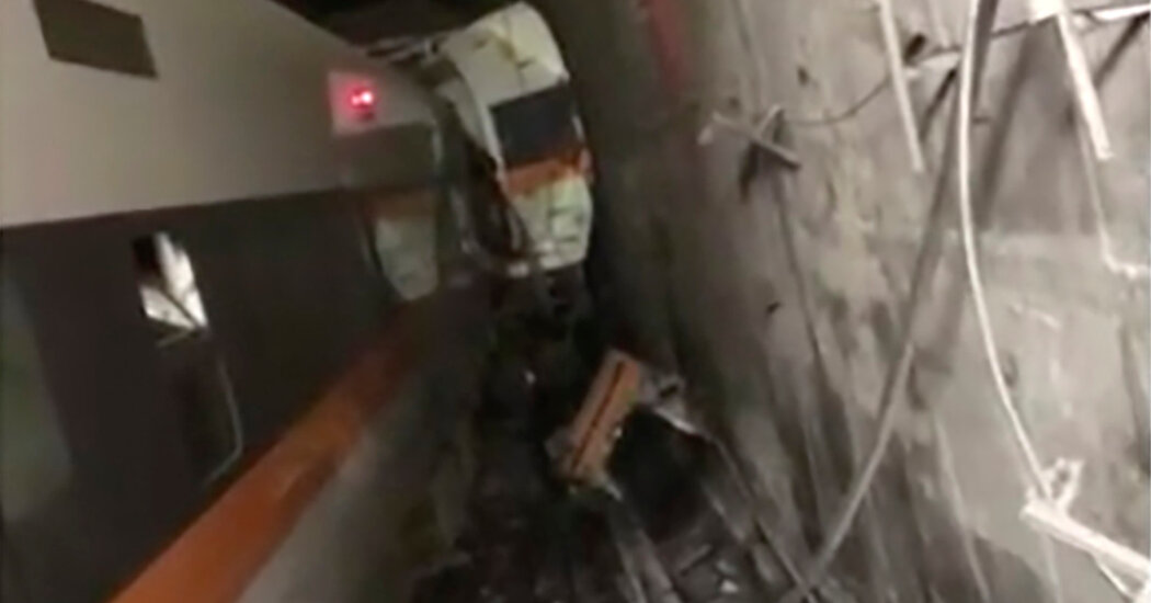 Taiwan Train Derails in Tunnel, Killing at Least 4 People