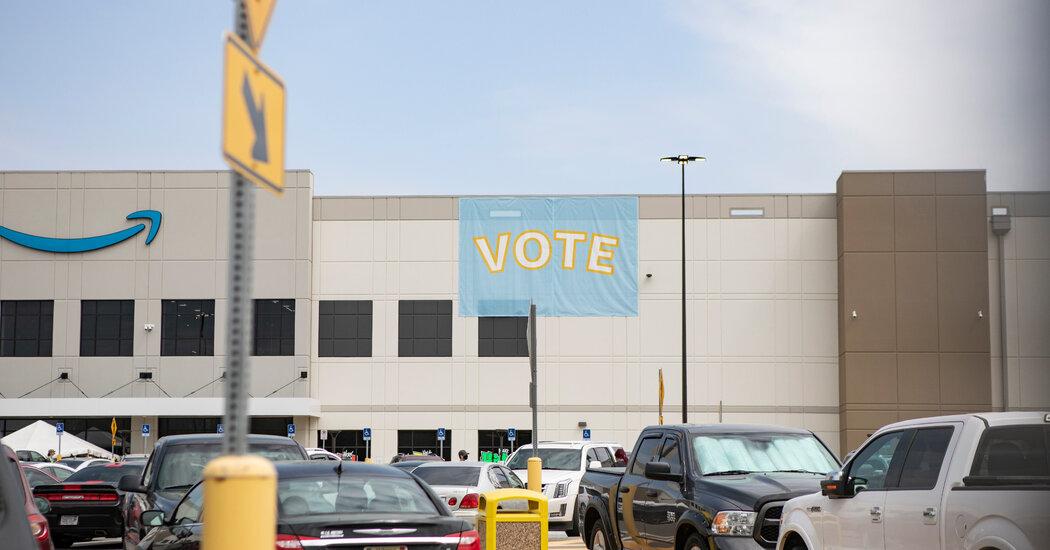Amazon Union Vote in Alabama Gathers 3,215 Ballots