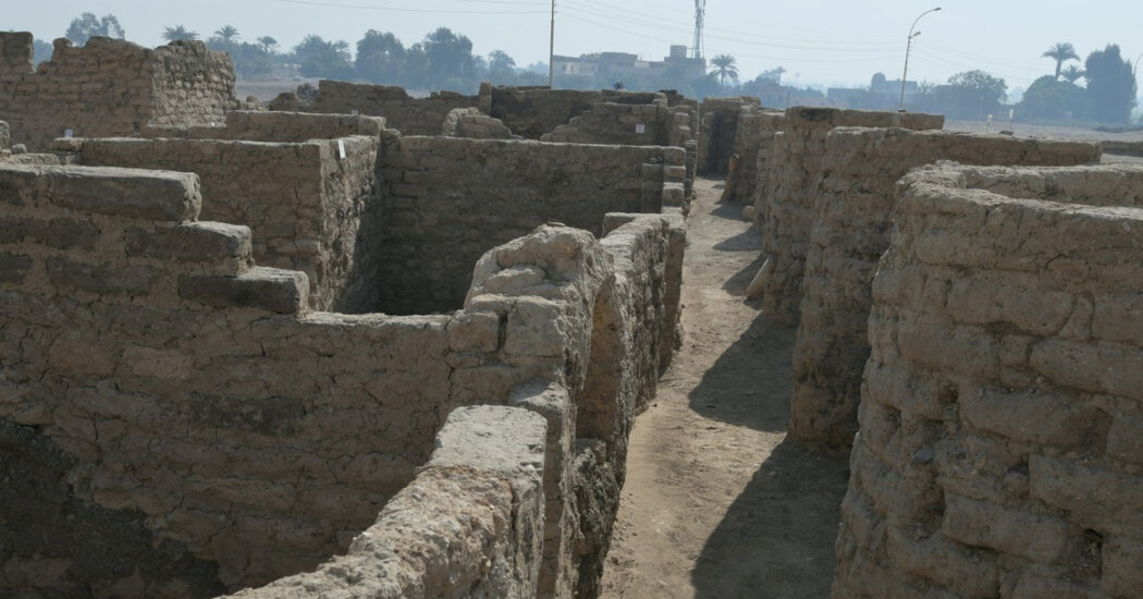 Archaeologists Unearth 'Ancient Egyptian Pompeii'