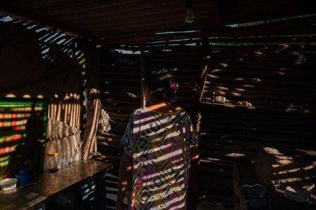 Una maestra de la localidad de Paraguaipoa que vive en un barrio actualmente controlado por grupos armados.