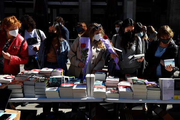 Shopping for books in Barcelona last month. Spain's economy, hit hard during the pandemic, is expected to grow nearly 6 percent this year.