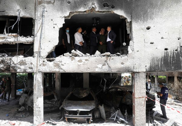 Germany's foreign minister, Heiko Maas, with his Israeli counterpart on Thursday during a visit to a building that was hit by a Hamas rocket in the Israeli city of Petah Tikva.