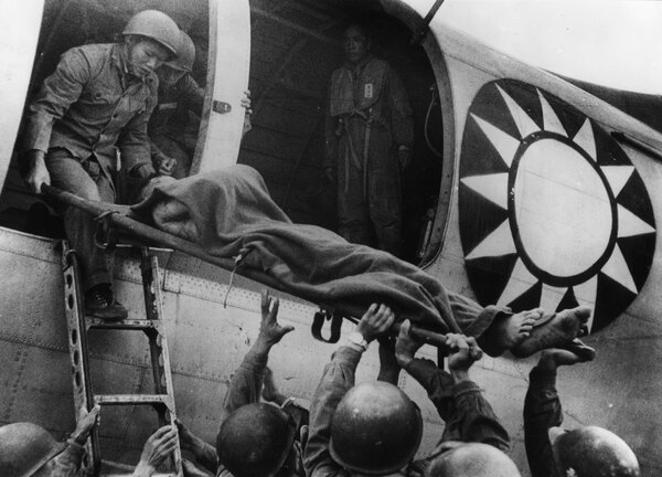 A wounded soldier being transported to Taiwan from Kinmen Island in 1958 during a cease-fire.