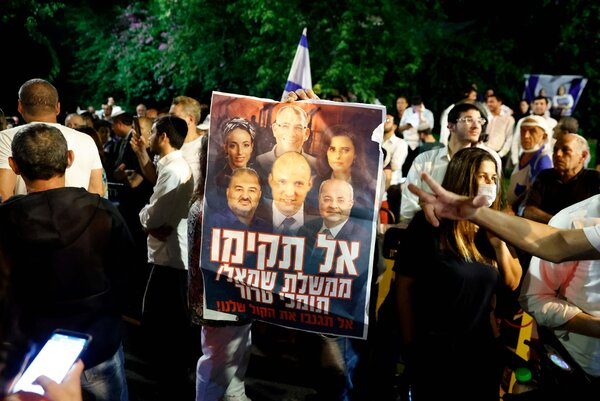 Supporters of Prime Minister Benajmin Netanyahu of Israel protested against the proposed coalition in Tel Aviv, on Wednesday.