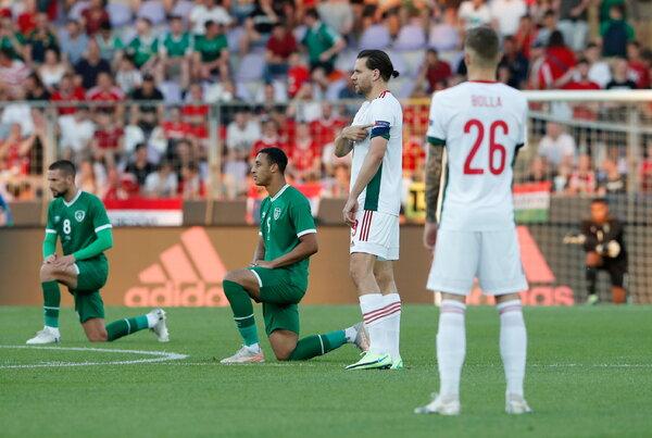 I giocatori dell'Irlanda si sono inginocchiati, ma non l'Ungheria quando hanno giocato un'amichevole questa settimana.