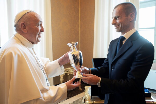 UEFA's Alexander Ceferin with Pope Francis on Thursday.  They didn't discuss Super League.
