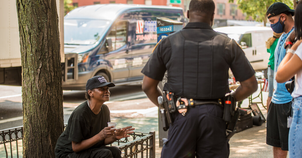In Manhattan, Daily Sweeps Target Homeless New Yorkers