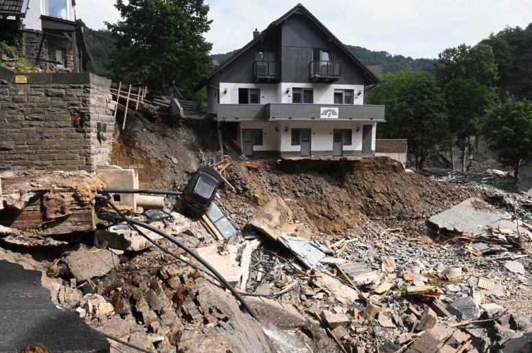 德国遭遇了人们记忆中最严重的洪灾,至少165人确认死亡。