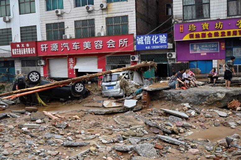 严重的洪水和山体滑坡袭击了中国中部的河南省。