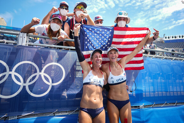 April Ross, left, and Alix Klineman of the United States won the gold medal match against Australia on Friday.