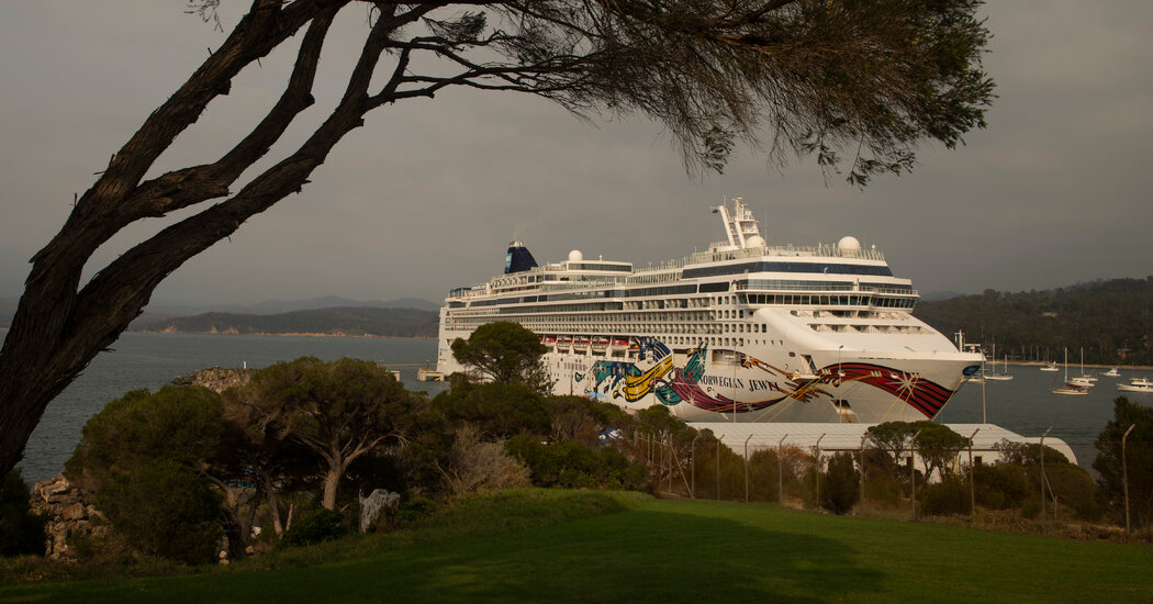 Judge temporarily allows cruise line to require proof of vaccination in Florida.