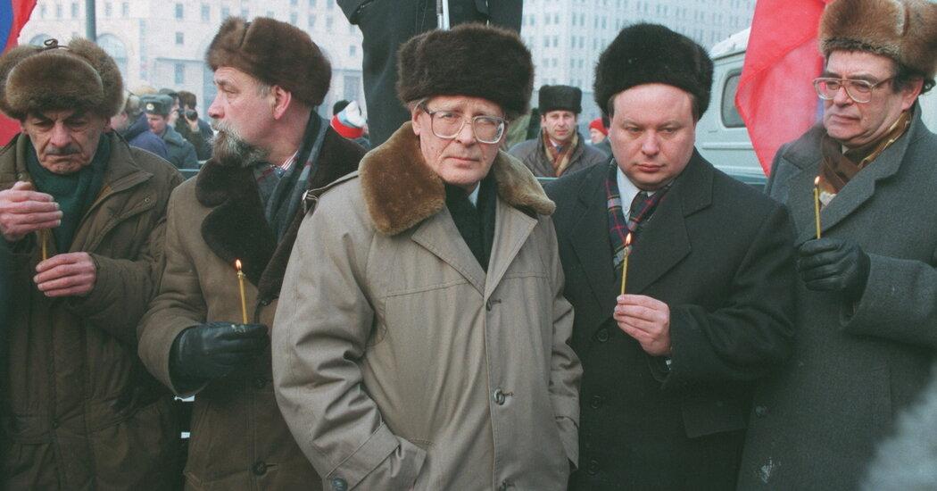 Sergei Kovalev, Longtime Kremlin Adversary, Dies at 91