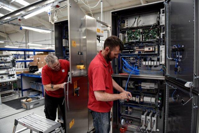 PP Control & Automation公司为一系列行业的机械制造公司设计和制造系统。