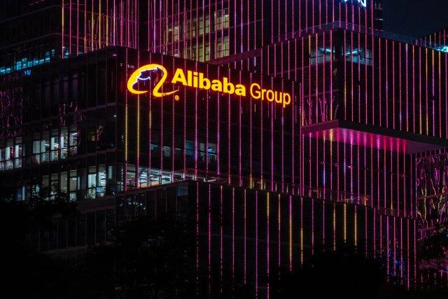 阿里巴巴联合创始人马云在日内瓦的一次会议上表示,该公司成功的一个秘诀是49%的员工是女性。
