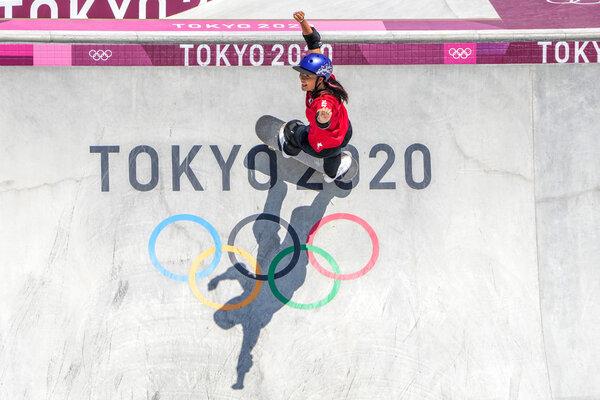Sakura Yosozumi of Japan won gold in the women's park skateboarding finals.