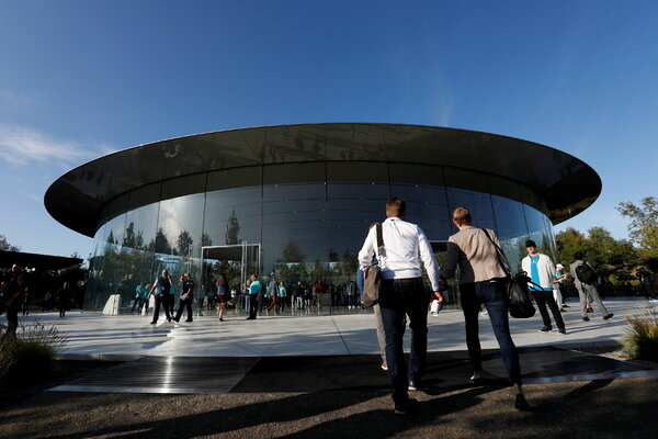 Apple has delayed its office-to-off date until January.