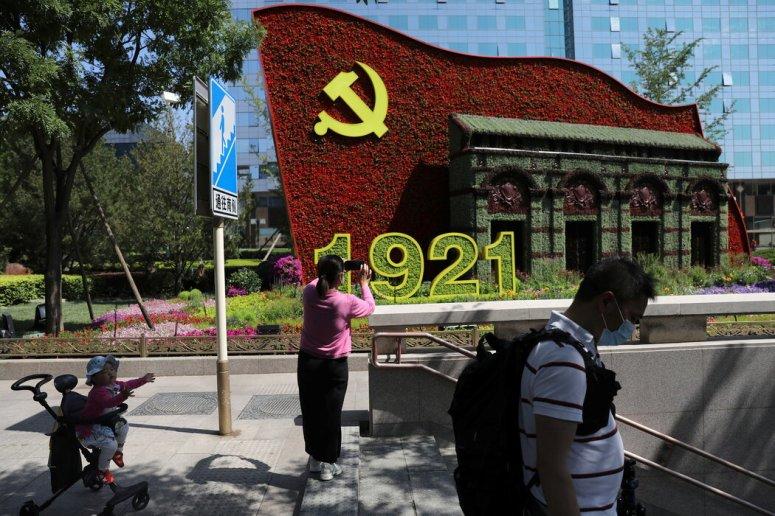 虽然中国不太可能倒向文革时期的混乱,但意识形态上的对立已浮出水面。