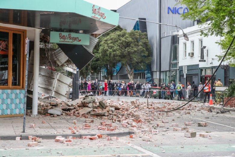trzęsienie ziemi waustralii, zniszczone bydynki, gruz naulicy