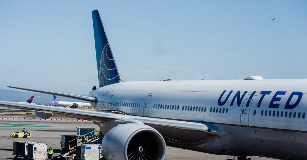 United Airlines plans 3,500 domestic flights a day for December amid a pandemic
