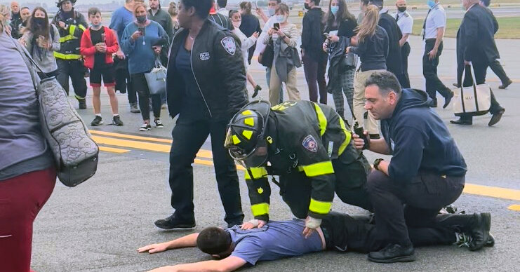 , No Charges for Passenger Who Prompted La Guardia Emergency Landing, The Habari News New York