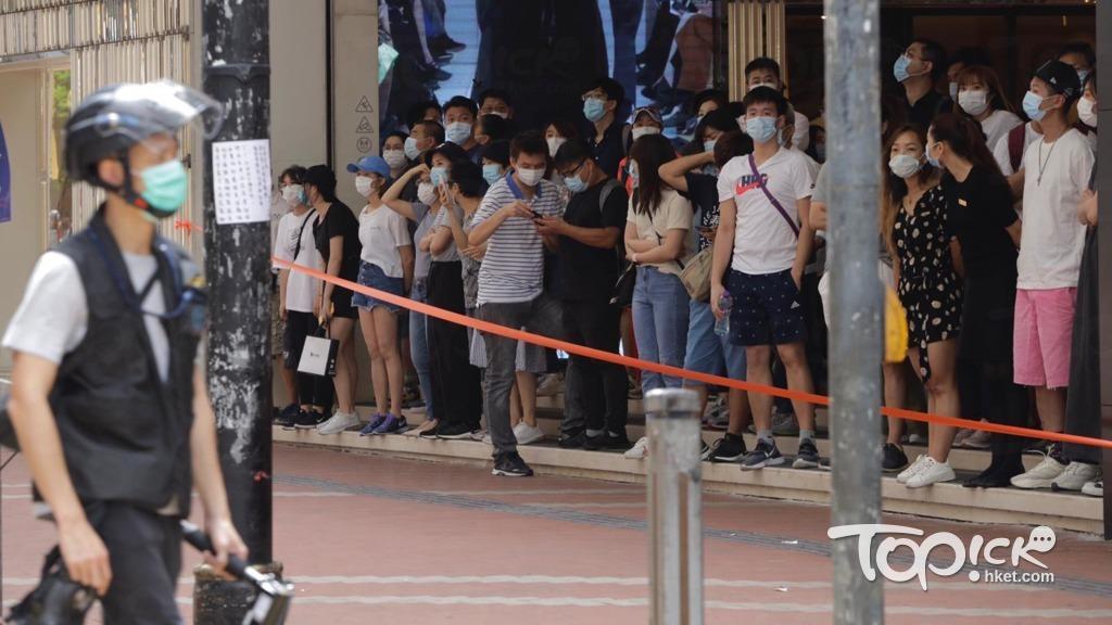 【港區國安法】大批人士於銅鑼灣聚集 警方設多條封鎖綫 - 香港經濟日報 - TOPick - 新聞 - 政治 - D200701