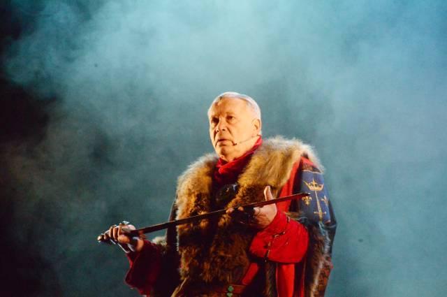Олег Марусев на сцене «Театра Луны».