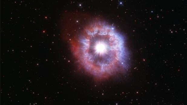 AG Carinae, fotografiada por el Hubble