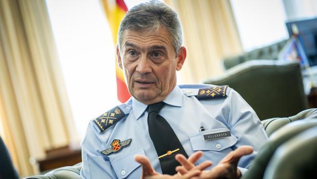 Premio para el general que dimitió por vacunarse antes de tiempo: a la OEA por 12 000 euros al mes