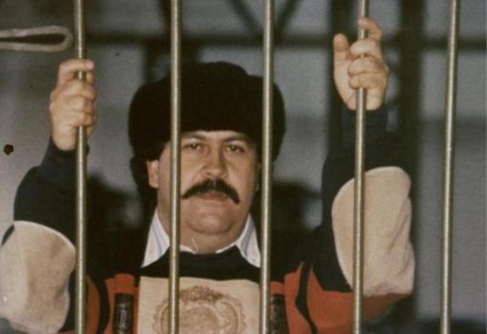 Pablo Escobar, jefe del cártel de Medellín, en la prisión de Envigado