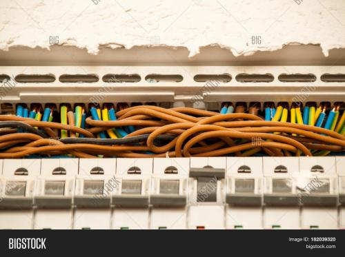 small resolution of cables of the current fuse are guided to the junction box