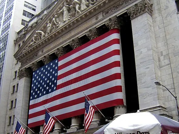 Average Wall Street bonuses for 2009 were up 17 percent when compared with 2008.