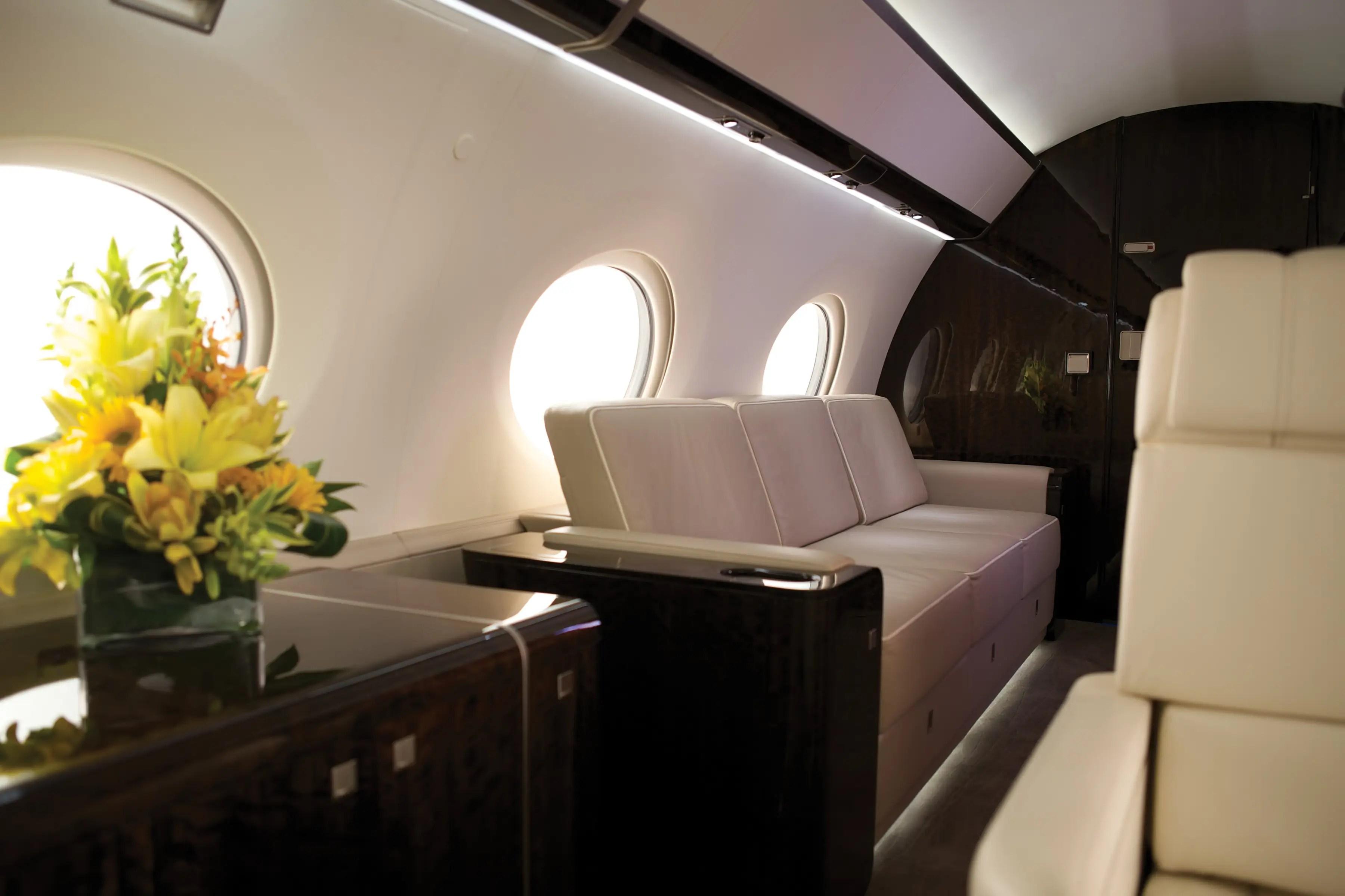 Tiene el más alto, más largo, cabina más amplia de su clase.