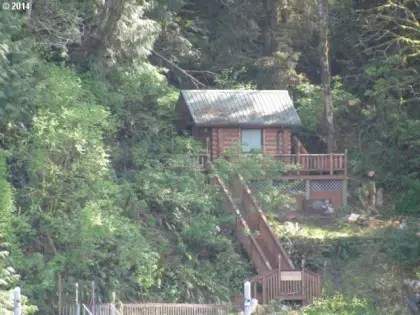 This lakefront cabin comes with a deck, dock, and campsites.