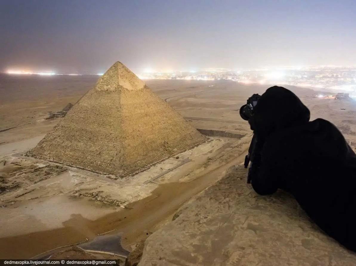 Los fotógrafos rusos han ganado recientemente la atención para la captura de estas fotografías ilegales de la Gran Pirámide de Giza en Egipto.
