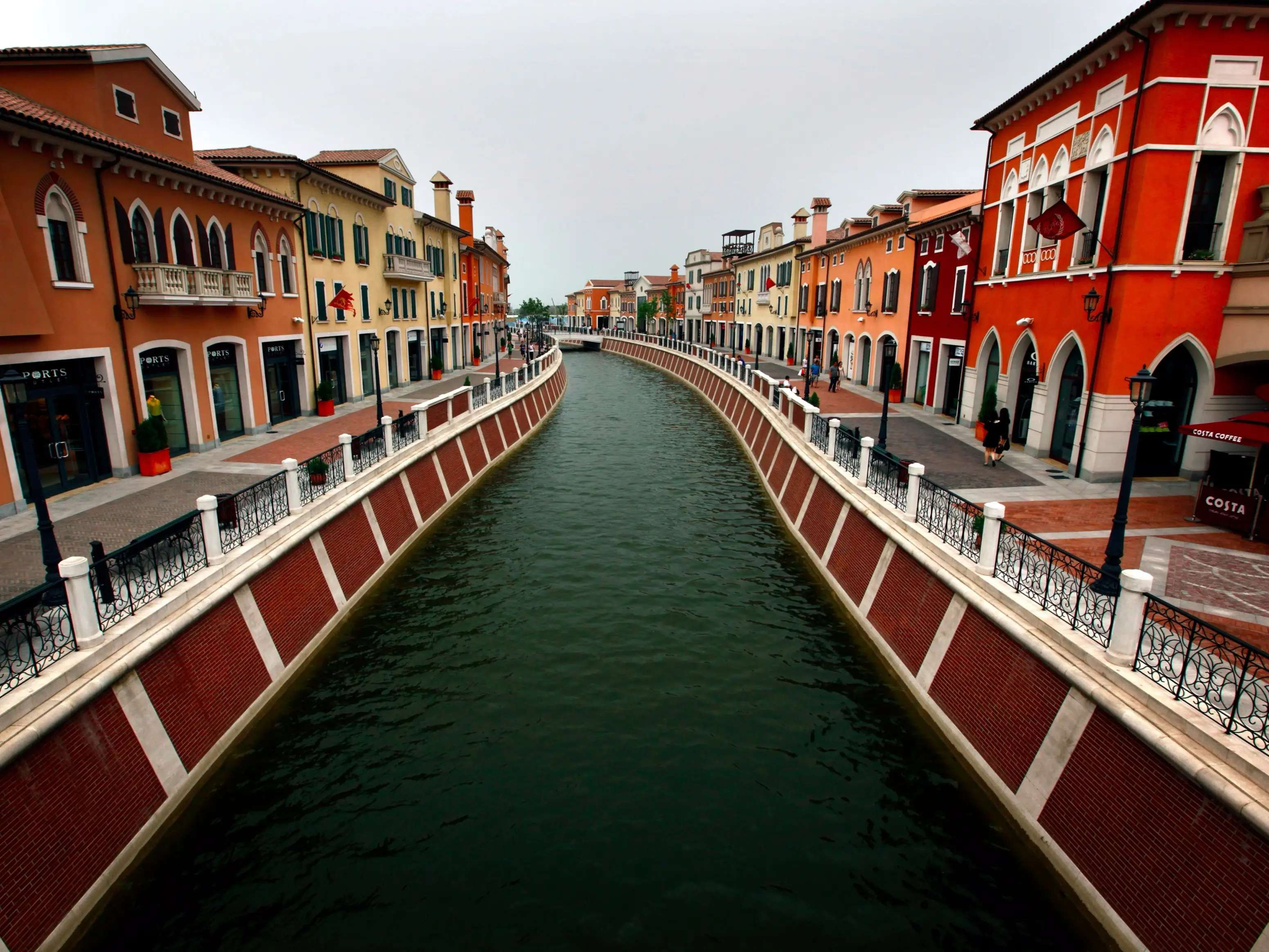 Locatednear the port city of Tianjinis Florentia Village, an elaborately designed outlet mall that's meant to resemble anItalian village. It comes complete with fountains, canals, and mosaics, as well as