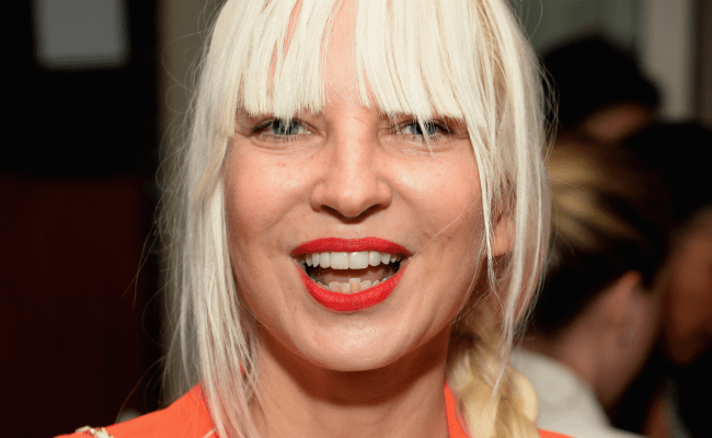 Why Sia Hides Her Face With A Wig Business Insider