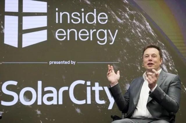 FILE PHOTO --  Elon Musk, Chairman of SolarCity and CEO of Tesla Motors, speaks at SolarCity?s Inside Energy Summit in Manhattan, New York October 2, 2015. REUTERS/Rashid Umar Abbasi/File Photo