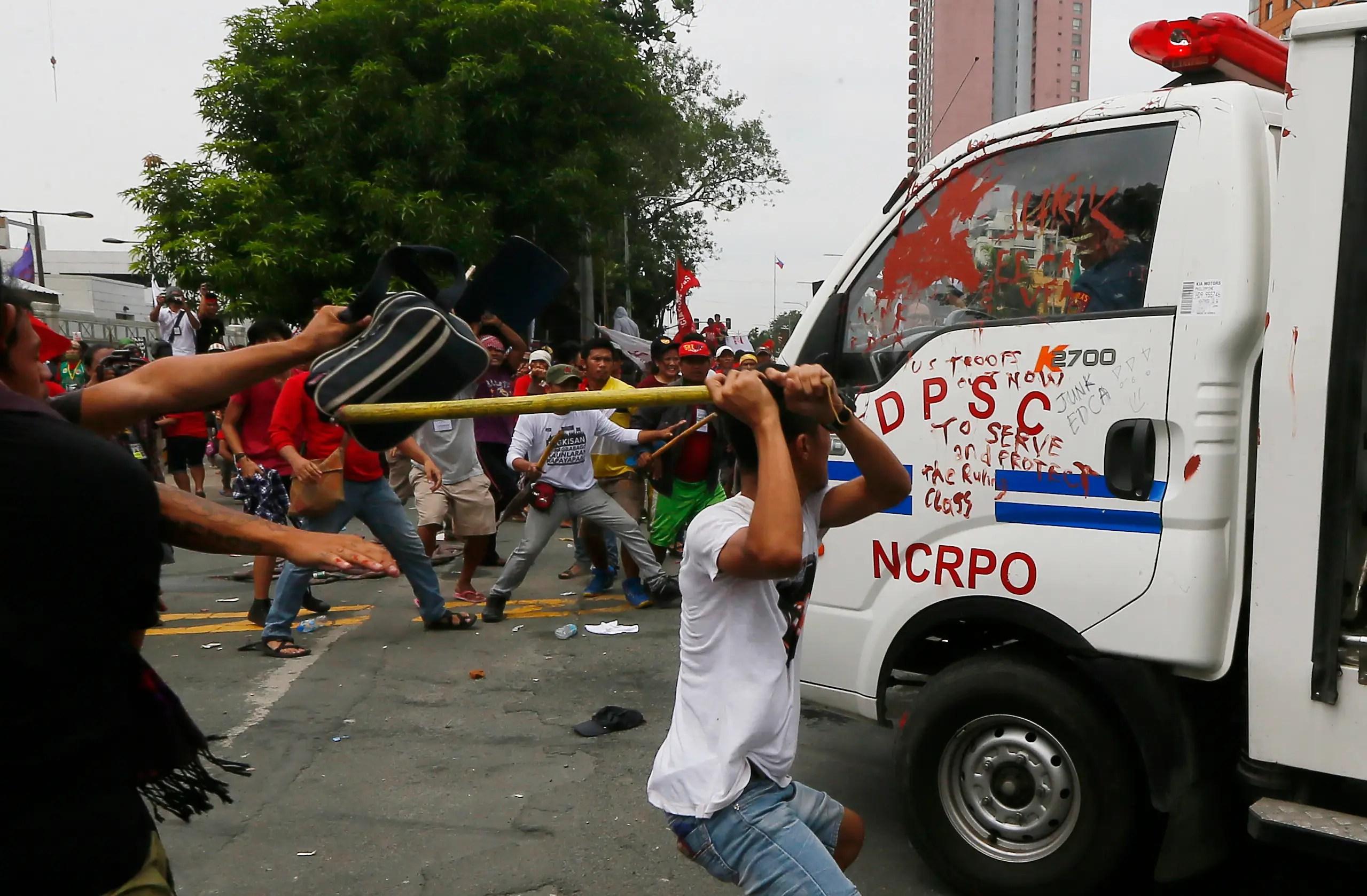 Anti-US protest in Manila Philippines riot